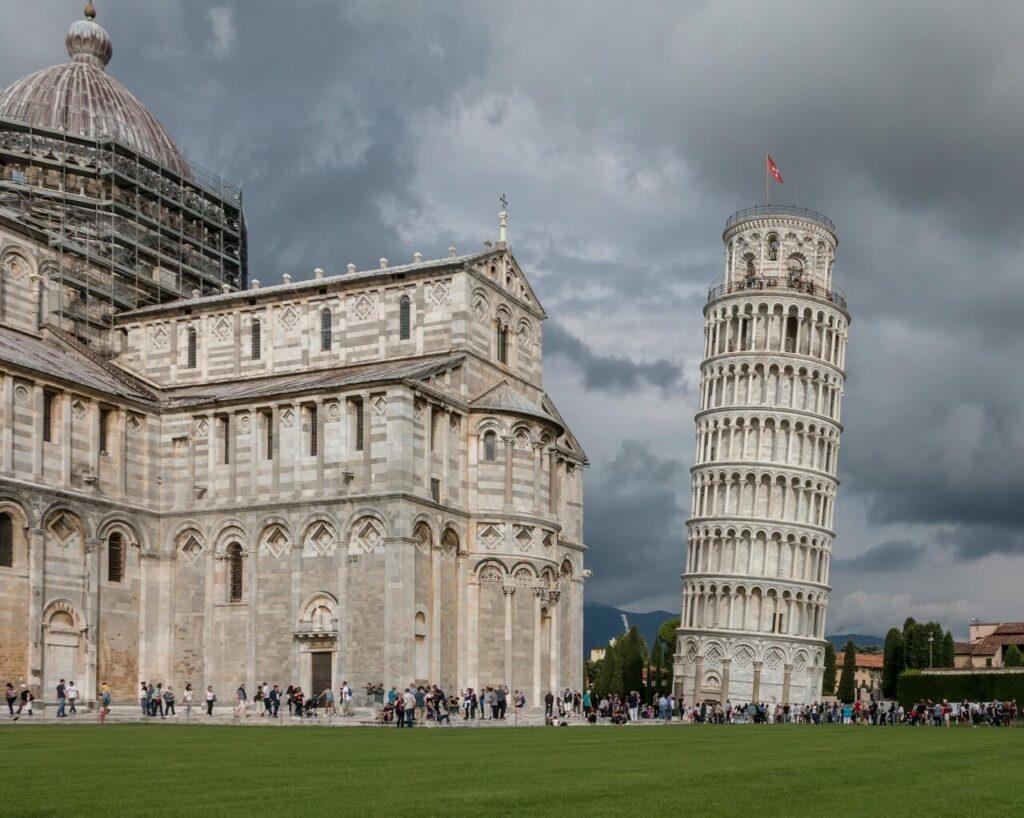 Krzywa wieża w Pizie - historia i ciekawostki - foto Ray Harrington - Unsplash