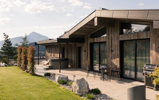 Going Triple A – kompleks drewnianych domów w austriackim Tyrolu