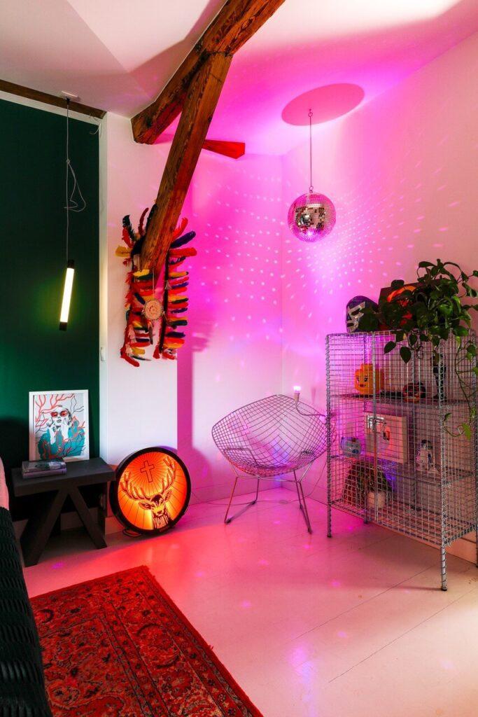 Klimatyczne poddasze poznańskiej kamienicy projektu Szalbierz Design - foto Maja Musznicka Shine Studio