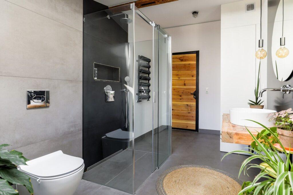 Przestronna łazienka na poddaszu