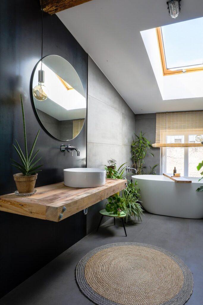 Łazienka na poddaszu projektu Szalbierz Design - foto Maja Musznicka Shine Studio