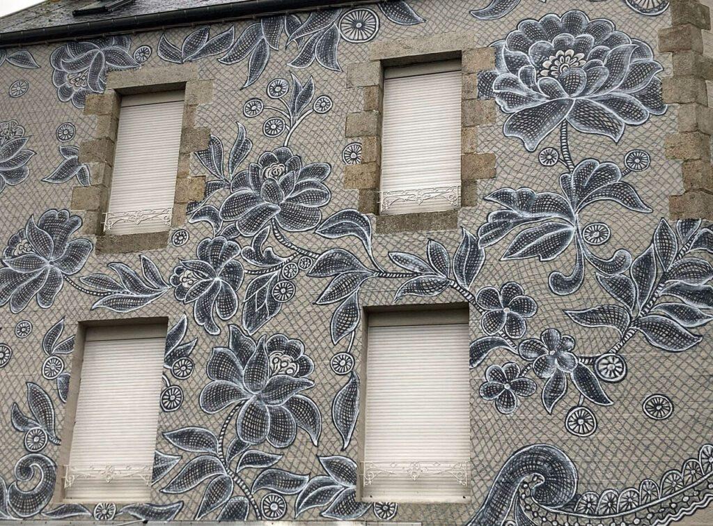 Koronkowy mural w Bretanii autorstwa NeSpoon