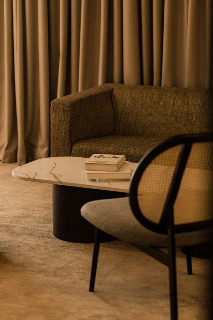 Wnętrze pokoju hotelowego w Royal Tulip Sand