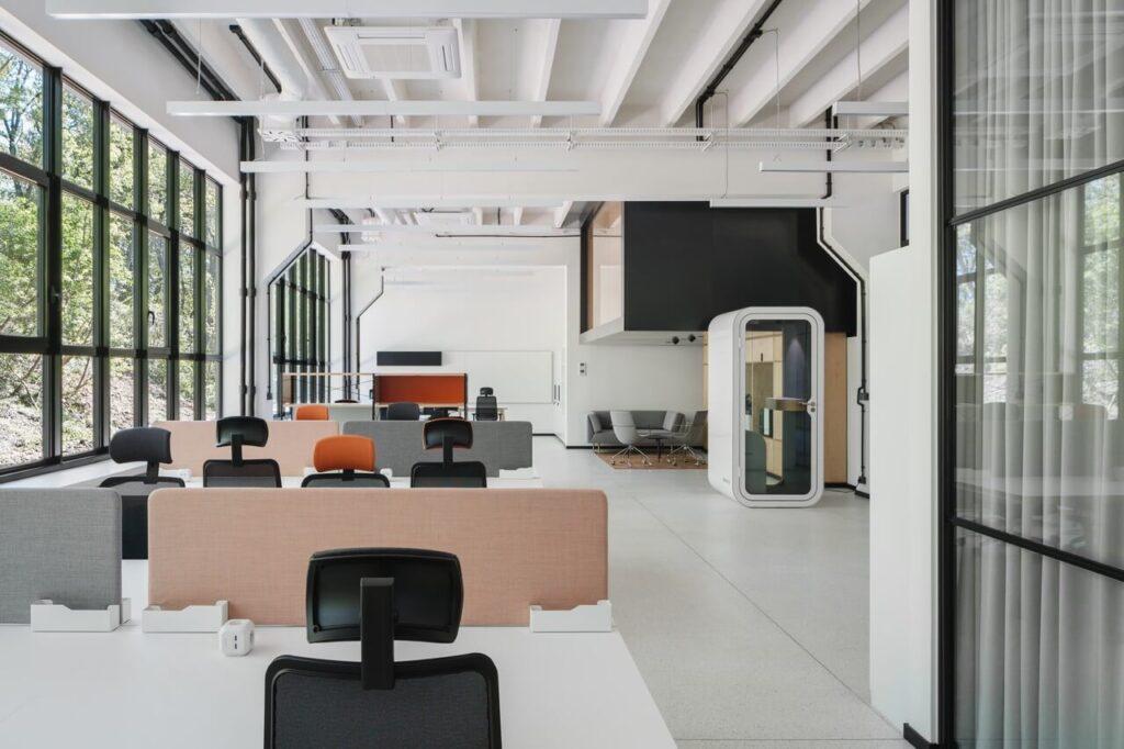 Wnętrze które doda Ci skrzydeł - Biuro Red Bull projektu MXCF Architekci