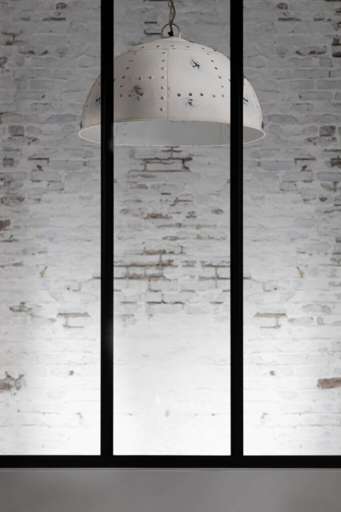 Tapeta cegła w projekcie Good Vibes Interiors