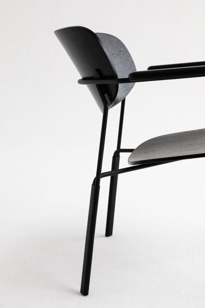 Algo - niewielki fotel projektu Nikodema Szpunara - marka Noti