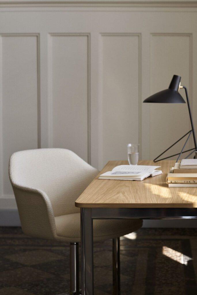 Lampa stołowa Tripod HM9 AndTradition
