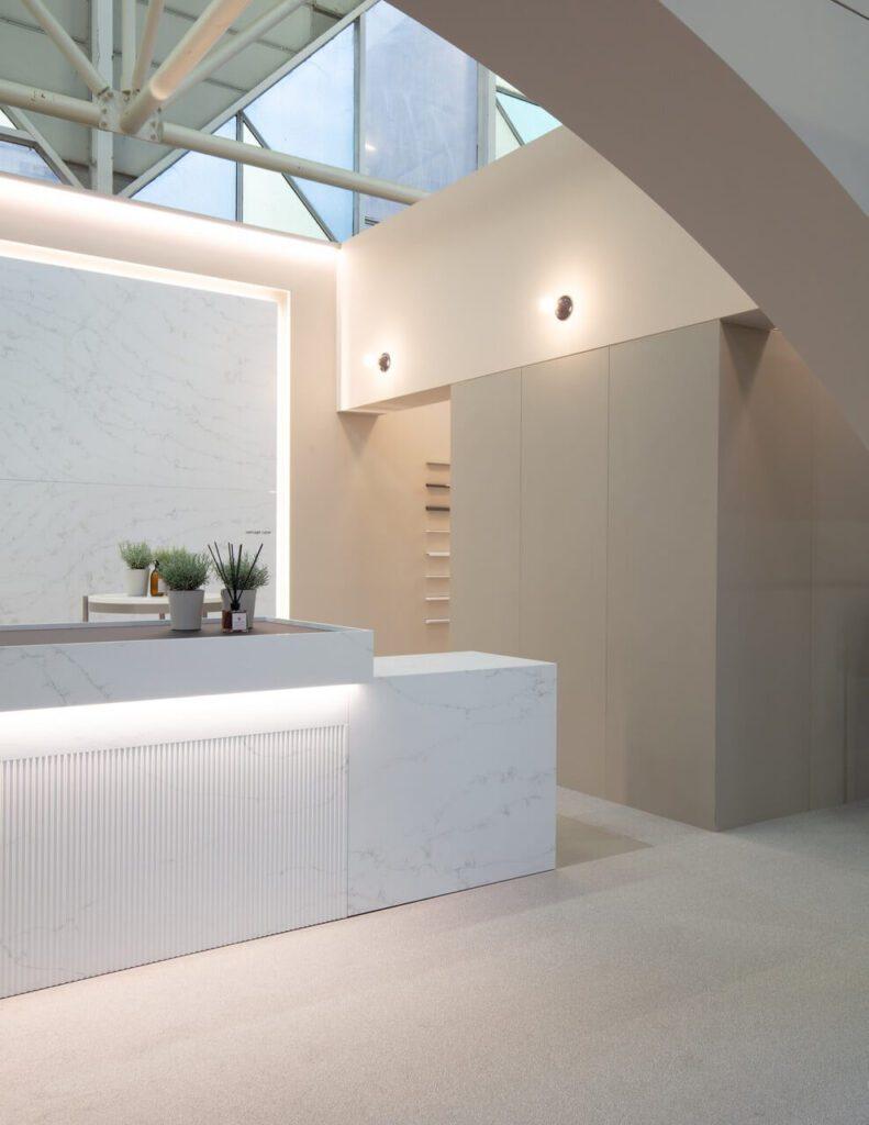 Stoisko marki Lapitec na targach Cersaie 2021 - projekt Didonè Comacchio Architects