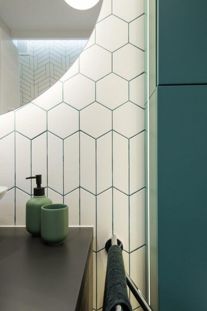 Heksagonalne płytki w łazience