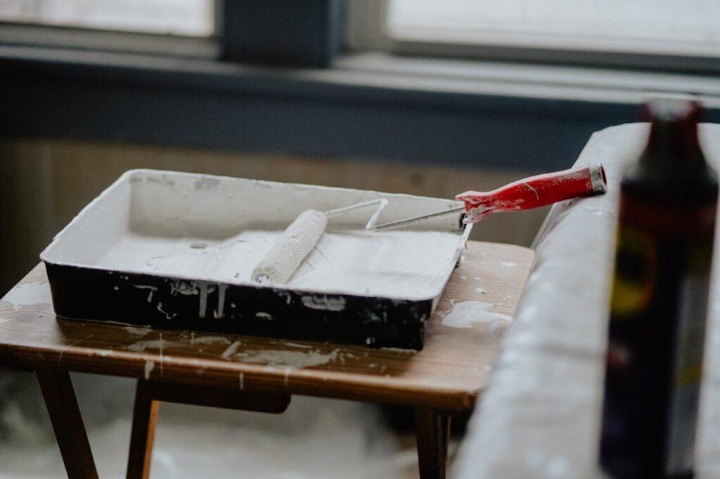 Jak malować ściany - porady i inspiracje w 7 krokach - Kj Styles - Unsplash