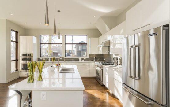 Wybieramy panele podłogowe do kuchni – na co zwrócić uwagę?